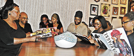 Photographer Captures Black Families At The Dinner Table Las